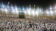 People Doing Tawaf on 27th Night of Ramadan after Emotional Dua of Sheikh Sudais