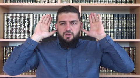 Фикх: Вдигането на ръцете в намаза - Мухаммед Рамадан